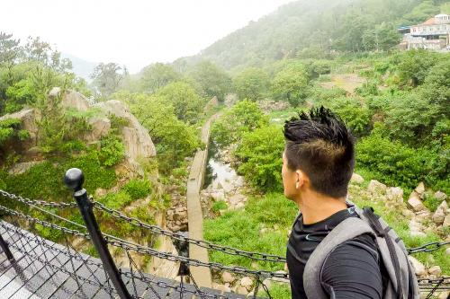 Yale Study Abroad student overlooks valley in Qingdao, China
